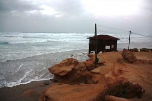 Pláž v Bejt Janaj (foto: Sigal Ben Amram, licence: CC BY 2.5)