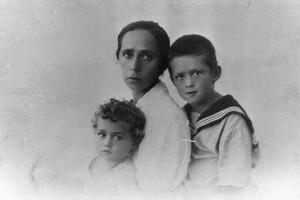 Jicchak Rabin se setrou Rachel a matkou v roce 1927