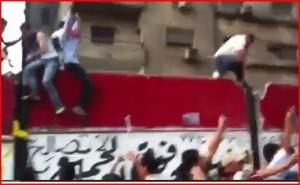 Izraelská ambasáda v Egyptě napadena, 200 zraněných (+videa)