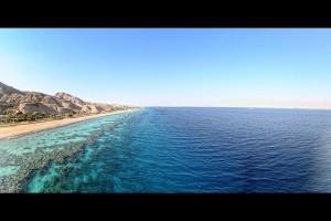 Pláž u Korálového útesu, Eilat (foto: Tomash Devenishek, licence: CC BY 2.0)