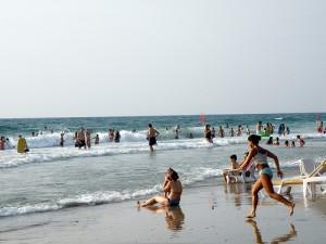 Pláž ve městě Herzlija (foto: Ron Almog, licence CC BY 2.0)