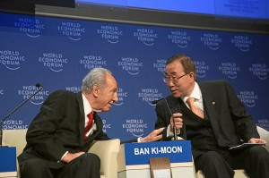 Ban Ki-moon a Šimon Peres (foto: World Economic Forum, licence: CC BY-SA 2.0)