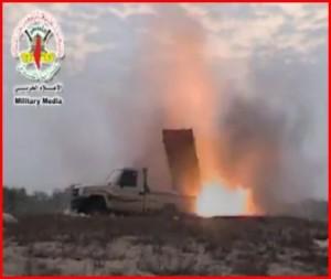 Palestinští teroristé představují několika hlavňový odpalovač raket (+ video)